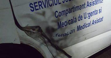 GALERIE FOTO / Ambulanță acroșată în trafic, la Constanța. Șoferul vitezoman a fugit
