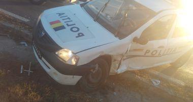 GALERIE FOTO / Mașină de poliție aflată în misiune, lovită de un alt autoturism