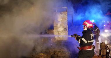GALERIE FOTO / Incendiu în localitatea Siminoc. Intervin mai multe autospeciale