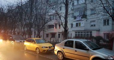 GALERIE FOTO / Incendiu la Constanţa. Arde un apartament de pe Aleea Topolog