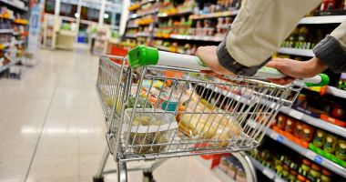 Românii dau cei mai mulți bani pe mâncare din UE