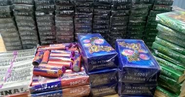 Pirotehnicele, la control! Amenzi usturătoare pentru cei care comercializează petarde şi artificii