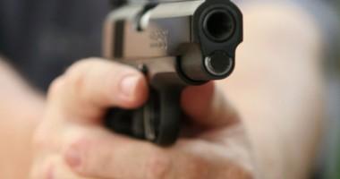 Atac armat în centrul capitalei. Opt persoane împuşcate, doi morţi