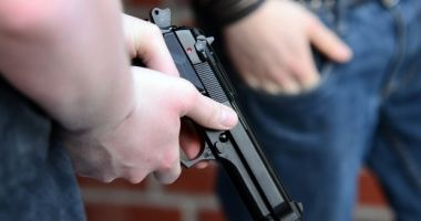 Atac armat în Italia. Un român a fost împușcat în fața unui bar din Roma