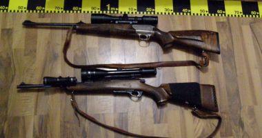 Arme deținute ilegal, găsite în mai multe locuințe din Constanța