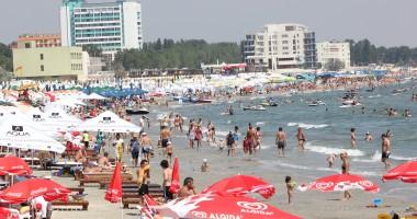 Zeci de mii de turişti vor petrece vacanţa de vară în hoteluri all inclusive de pe litoral