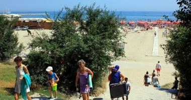 Galerie foto. Plaja Modern, drumul ruşinii şi al indiferenţei!