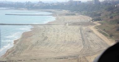 Plajele reabilitate şi extinse au trecut cu bine peste furtunile din iarnă. Încep pregătirile pentru sezonul estival