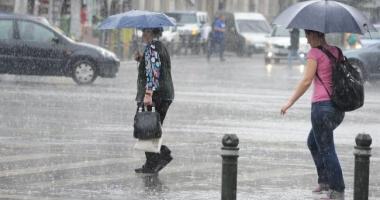 Ploi torenţiale şi vânt puternic, în week-end