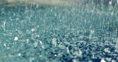 Avertizările meteo de ploi torenţiale şi vijelii au fost prelungite