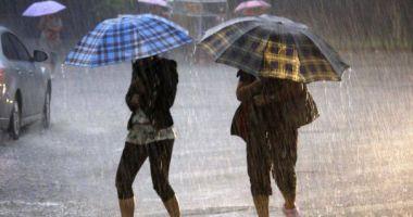 COD PORTOCALIU de ploi torenţiale şi vijelii, la Constanţa. O nouă avertizare de la meteorologi, pentru duminică după-amiază