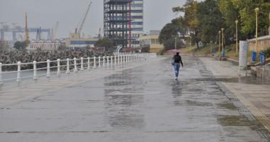 Temperaturi în scădere şi precipitaţii, pe litoral