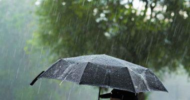 Noi alerte meteo: Avertizări cod portocaliu și galben de ploi puternice și vijelii