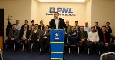 Deputatul Bogdan Huţucă şi-a anunţat candidatura la şefia PNL Constanţa. Primarii fac scut în jurul lui