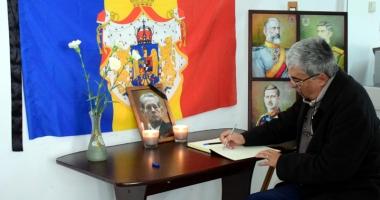 Vrei să aduci un omagiu Regelui Mihai I? Poți scrie în cartea de condoleanțe, la sediul PNȚCD Constanța