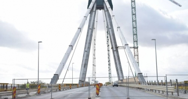 Am trăit s-o vedem şi p-asta! Ultima zi de lucrări la podul de la Agigea.