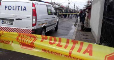 Bărbat găsit decedat. O bucată de beton, dintr-un podeț, a căzut peste el