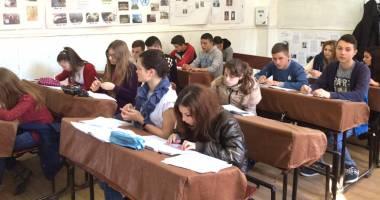 Poet constănţean, invitat la liceul din Mihail Kogălniceanu