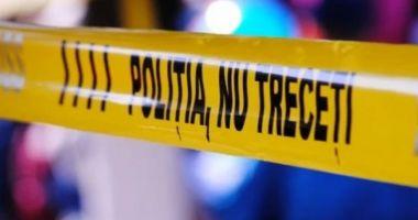 ALERTĂ! Poliţia caută un bărbat care şi-a înjunghiat toată familia