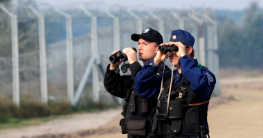 Autorităţile de la Budapesta au expulzat în Ucraina 10 migranţi veniţi în Ungaria cu un avion uşor ce survolase România