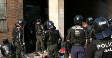 Poliția slovacă a reținut 78 de imigranți ilegali în două camioane, îmbarcați probabil în România