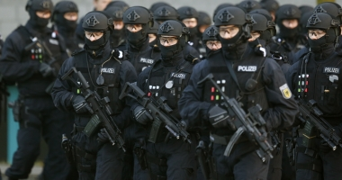 Alertă în Germania. Centru comercial din Berlin, luat cu asalt de polițiști