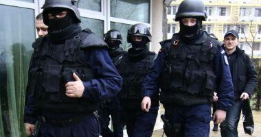Zeci de polițiști români, în misiune la Paris