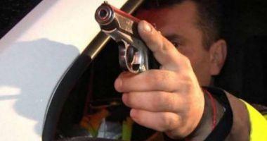 Urmărire ca în FILME în județul Constanţa! Un şofer FĂRĂ PERMIS a demarat în TROMBĂ la vederea poliţiştilor. Aceştia au tras FOCURI DE ARMĂ