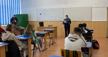 Poliţiştii, activităţi preventive desfăşurate în şcoli şi centre de plasament