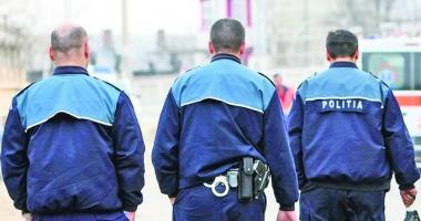 Poliţiştii, umiliţi cu 80 de bani pentru permanenţă.