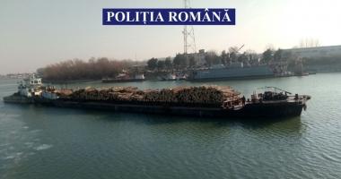 Poliţiştii din Constanţa au confiscat o navă şlep plină cu lemne