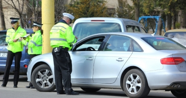 Poliţiştii locali nu mai pot amenda şoferii  în trafic.