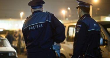 Un individ ce tâhărea femeile din Constanţa, furându-le poşetele, prins de poliţişti