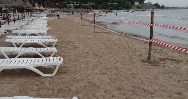 GALERIE FOTO. Poluare gravă la Marea Neară, în Mangalia. Plaja este închisă!