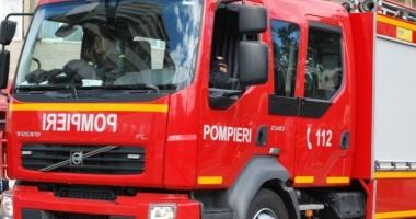 INCENDIU DE PROPORŢII / Un hotel a luat foc. O persoană a suferit arsuri grave