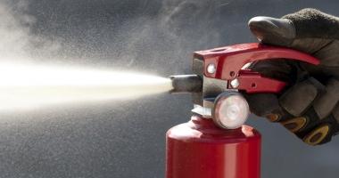 Pompierii  au dat amenzi �n Satul de Vacan��. Pericol  de incendiu la terasele din zon�
