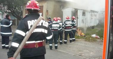 Incendiu la o casă la Mihai Viteazu