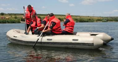 Pompierii militari vor patrula cu b�rci pe litoral �i pe lacul Siutghiol.