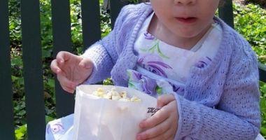 Foto : Copil de un an şi jumătate, MORT din cauza unui grăunte de POPCORN