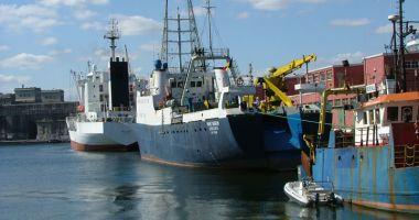 Un pescador turcesc s-a scufundat în Portul Constanța! Vasul nu avea echipaj
