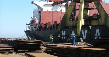 74 nave şi-au anunţat sosirea în portul Constanţa