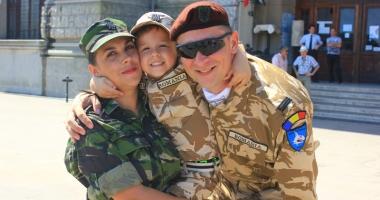 Familia în care armata este religie. Soţ şi soţie, cot la cot pe frontul din Afganistan