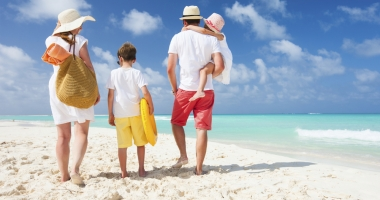 Reduceri de până la 66% la vacanţe, de Black Friday