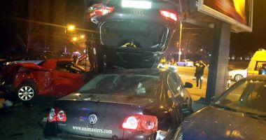 O şoferiţă a făcut prăpăd în zona Gării CFR. A lovit nouă maşini
