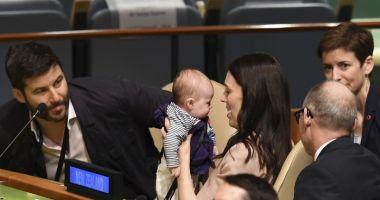 Premieră la ONU.  Un oficial i-a schimbat scutecele bebelușului în sala de şedinţe