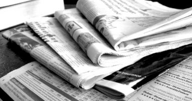 Jurnalişti disponibilizaţi, redacţii în mare dificultate. Şi totuşi, cine face bani de pe seama lor?