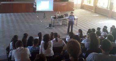 Polițiștii le-au vorbit elevilor despre pericolele internetului