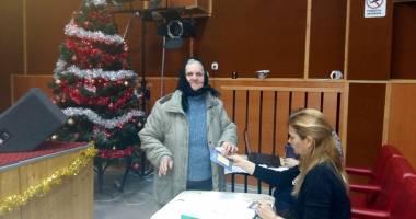 Primăria Cernavodă  acordă cadouri sociale pensionarilor şi elevilor