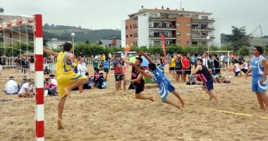 Primul campionat naţional de handbal pe plajă are loc în acest week-end, în Mamaia