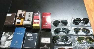 Prinşi în timp  ce vindeau ilegal parfumuri  şi ochelari